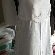 cross back apron, front view working photo